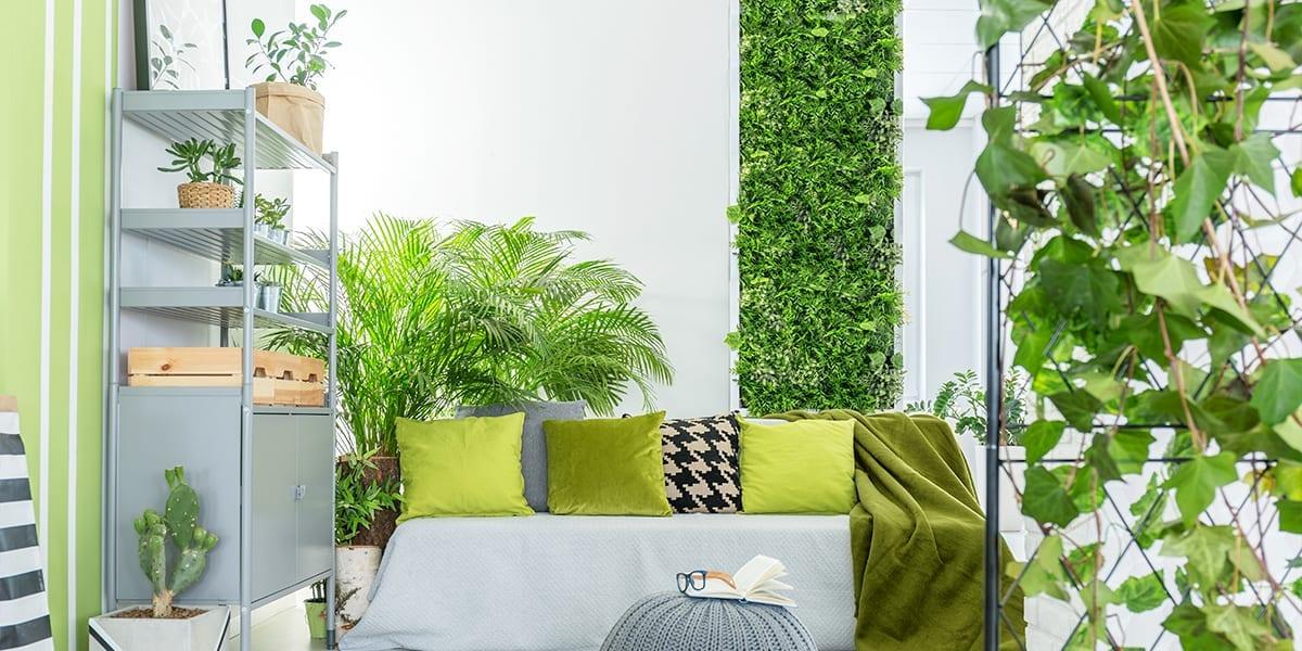 creating-a-vertical-garden-bright-apartment-with-screen-vertical-garden