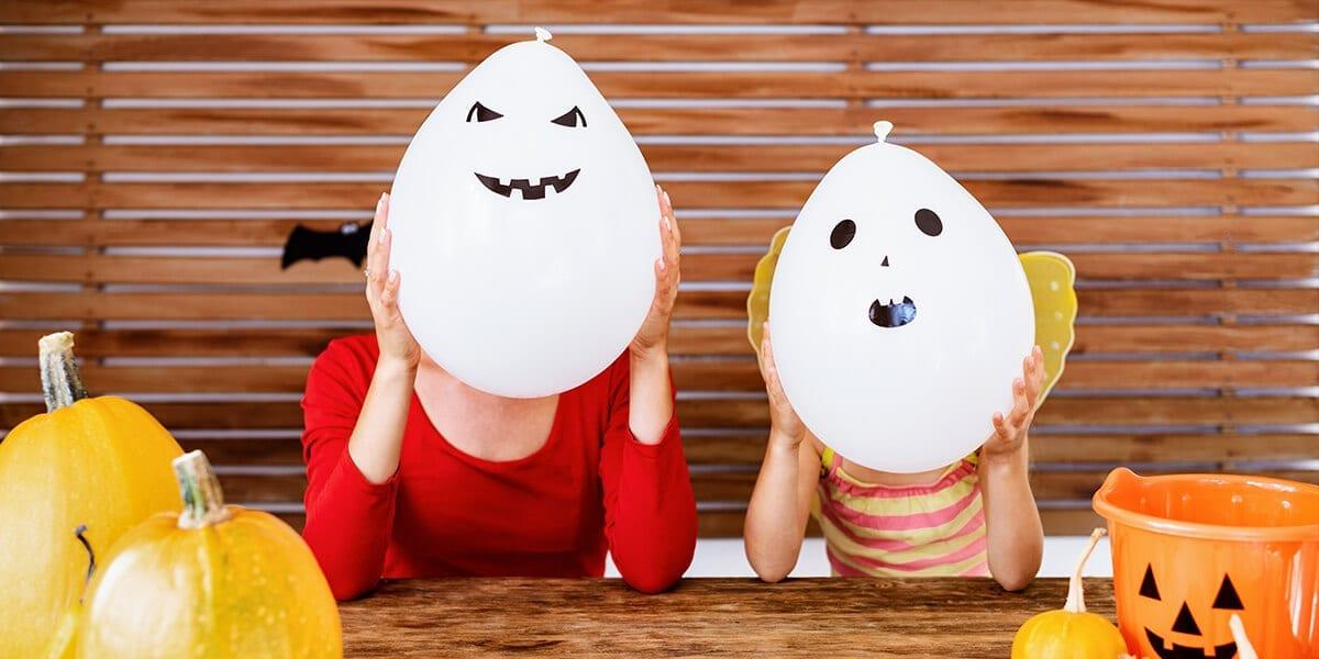 platt-hill-outdoor-activities-halloween-home-face-balloons