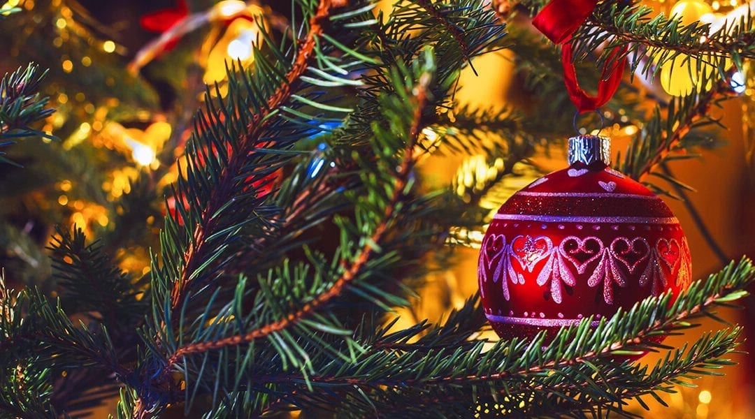Artificial vs. Fresh Cut Christmas Trees: The Pros and Cons