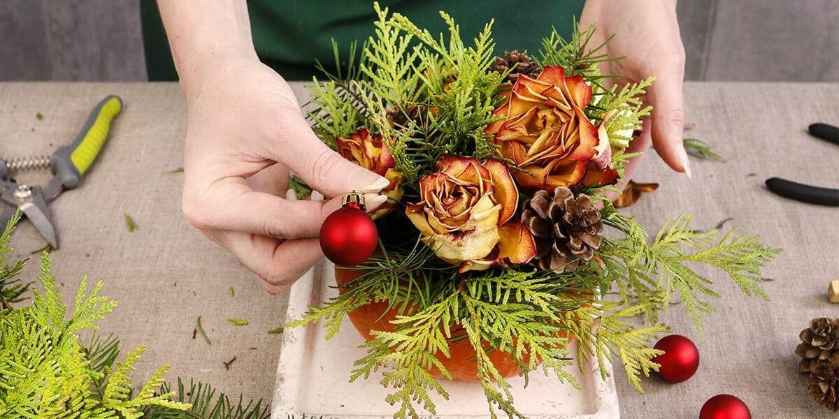 platt-hill-fresh-evergreen-holiday-crafts-cedar-centerpiece
