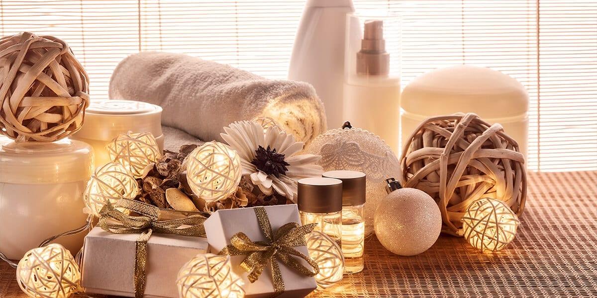 platt-hill-holiday-decor-hotspots-christmas-bathroom
