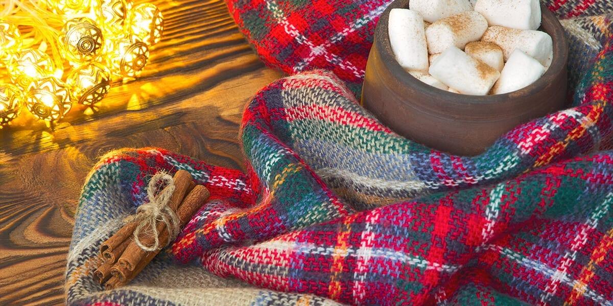platt-hill-holiday-decor-trends-cinnamon-sticks-blanket-marshmallows