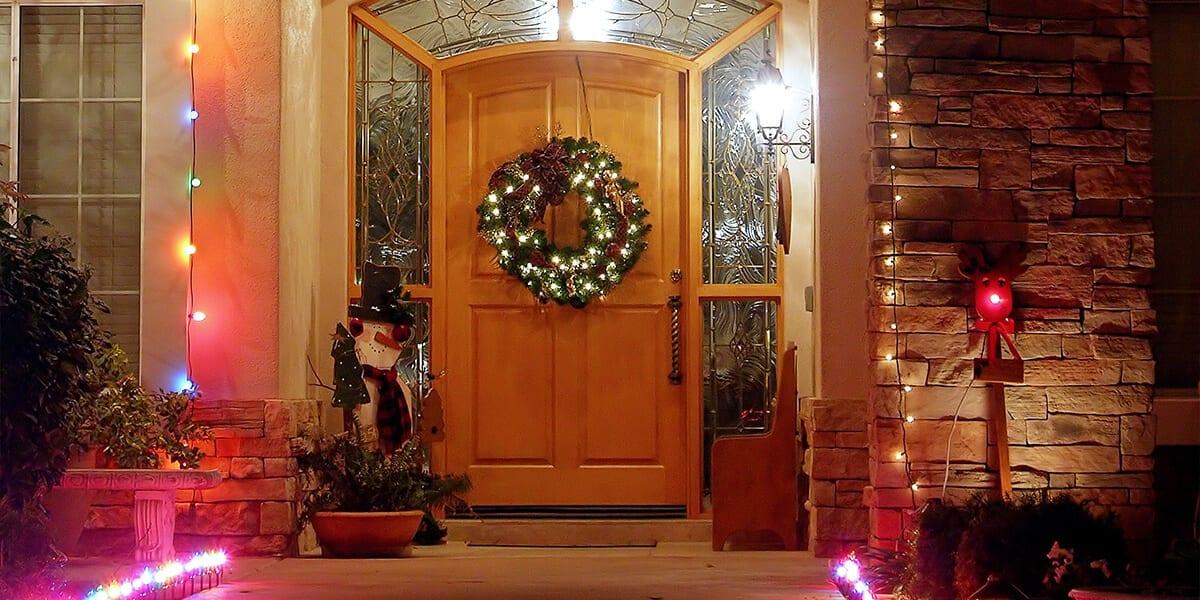 platt-hill-holiday-lighting-guide-2020-front-door-wreath-lights