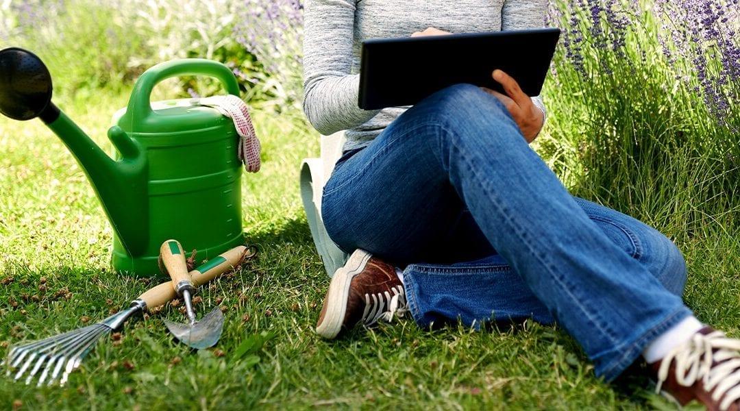 platt-hill-2021-garden-bloggers-influencers-woman-holding-tablet-in-garden